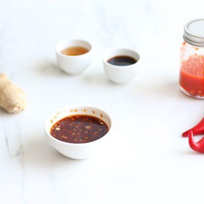 Homemade Sriracha Sauce Recipe / @spotebi