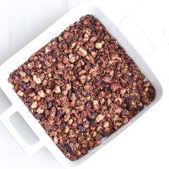 Crunchy Peanut Butter Chocolate Granola Recipe / @spotebi