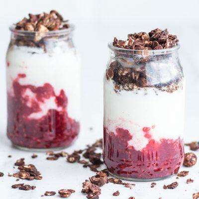 Raspberry, Homemade Crunchy Granola & Yogurt Parfait Recipe / @spotebi