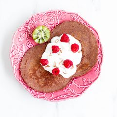 Gluten-Free Cacao and Banana Pancakes Recipe / @spotebi