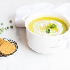 Green Pea & Cauliflower Soup Recipe / @spotebi