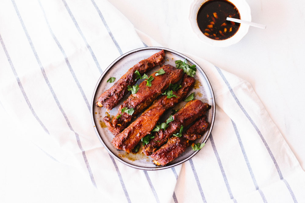 If you're trying to lose those last few pounds and reduce bloating for bikini season, cooking yourself a high-protein, low-carb dinner like these easy melt in your mouth oven baked ribs can do wonders for your figure! Just make sure you balance out your meat and protein dishes with a colorful side salad and you will wake up bloat-free and feeling amazing! https://www.spotebi.com/recipes/easy-melt-in-your-mouth-oven-baked-ribs/