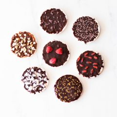 Rice Cakes with Naturally Sweetened Homemade Chocolate Recipe / @spotebi