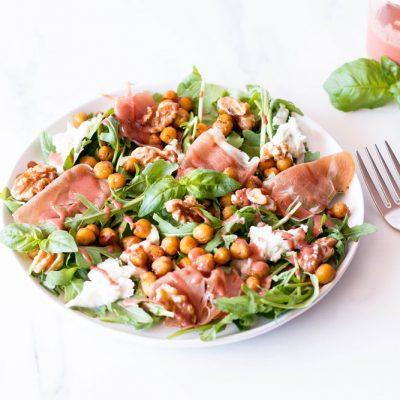 Prosciutto, Mozzarella & Spicy Chickpea Salad with Strawberry Vinaigrette Recipe / @spotebi