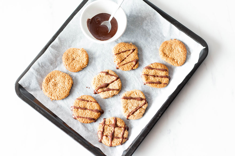 Christmas time is cookie time, and these chewy mixed nuts cookies are one of our fave healthy cookie recipes for winter. They're gluten-free, grain-free, sugar-free and are high in fiber. https://www.spotebi.com/recipes/gluten-free-chewy-mixed-nuts-cookies/