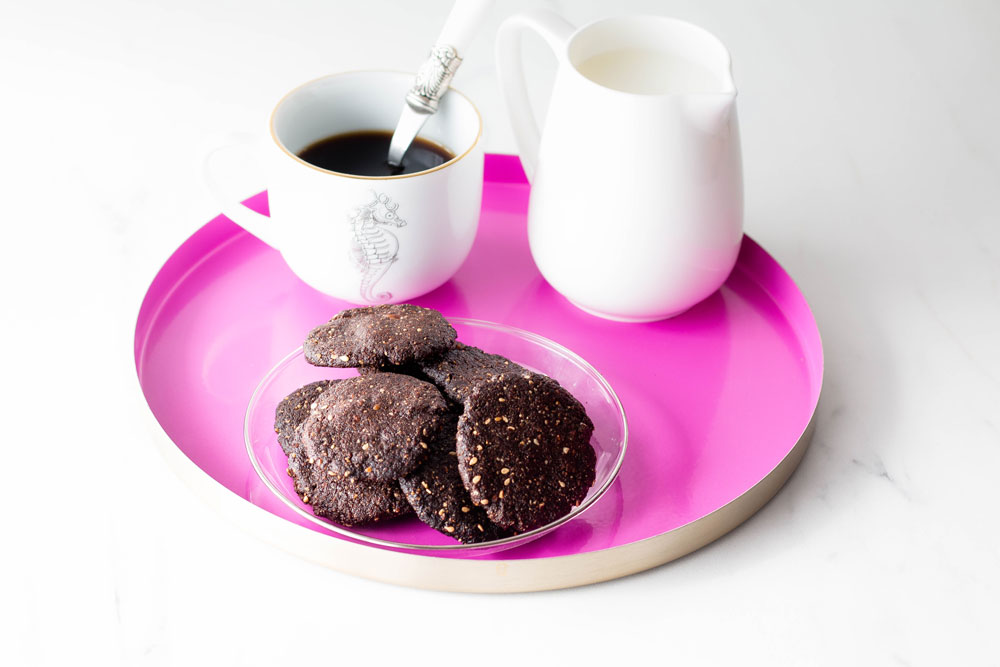 These crunchy carob cookies are gluten-free, sugar-free and full of healthy ingredients like almonds, oats, sesame seeds, and ghee. They're sweetened with only date syrup and carob powder and are perfect for those moments when a cookie craving strikes! Enjoy them with a cup of unsweetened tea, chicory coffee or kombucha. https://www.spotebi.com/recipes/gluten-free-sugar-free-crunchy-carob-cookies/