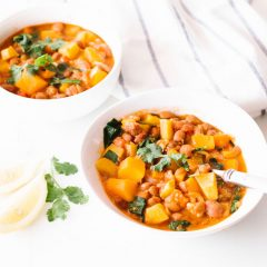 Veggie-Packed Hearty Chili Recipe / @spotebi