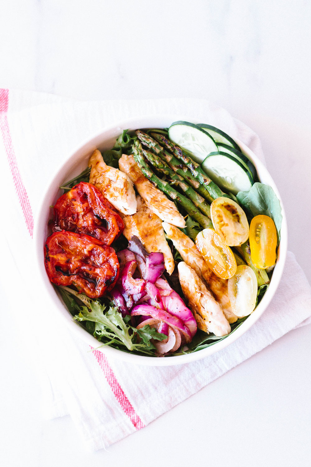 Salads have a reputation for being rather basic, but this grilled chicken and vegetable low-carb summer salad is far from being boring. The sweet caramelized onions mixed with the crispy roasted asparagus and the fresh raw tomatoes make a delicious contrast of flavors and textures. https://www.spotebi.com/recipes/grilled-chicken-vegetable-low-carb-summer-salad/