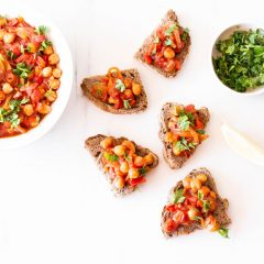 Spicy Chickpea, Tomato & Bell Pepper Toast Recipe / @spotebi
