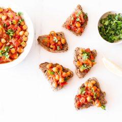 Spicy Chickpea, Tomato & Bell Pepper Toast Recipe / @spotebi