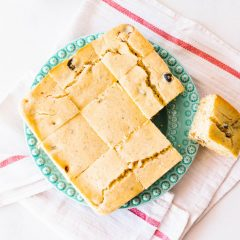 Sun-Dried Tomato & Olive Cornbread Recipe / @spotebi