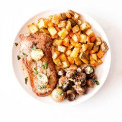 Pan-Seared Steak with Garlic Mushrooms Recipe / @spotebi